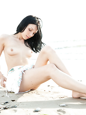 SexArt  Lily J  Erotic, Softcore, Funny, Fingering, Beach, Seduce